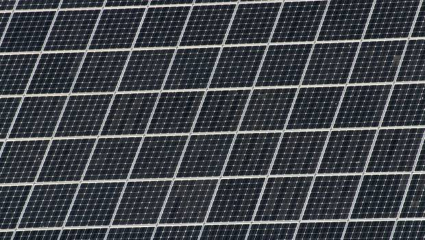les habitants de cinq r gions appel s co financer un projet de 31 centrales solaires sur. Black Bedroom Furniture Sets. Home Design Ideas